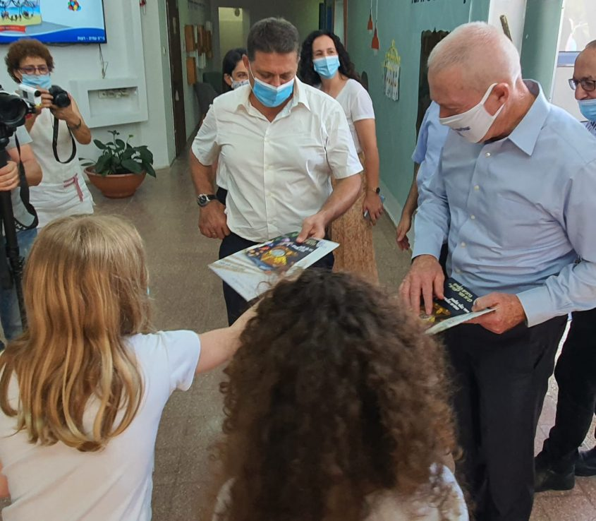 ביקור השר יואב גלנט וראש העיר חיים ביבס במוסדות החינוך בעיר (צילום: דוברות עיריית מודיעין מכבים רעות)