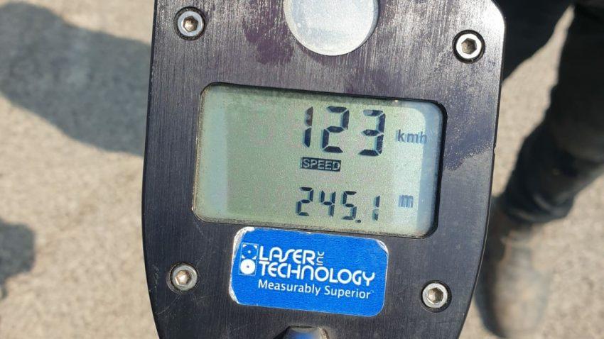 """נהג נתפס נוהג במהירות מופרזת של 123 קמ""""ש (צילום: דוברות המשטרה)"""