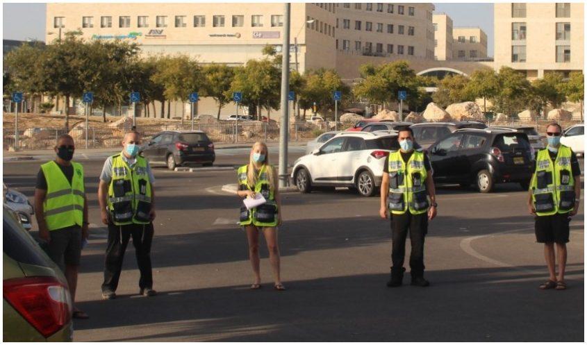 מתנדבי ידידים ונשות מודיעין (צילום: דוברות עיריית מודיעין מכבים רעות)