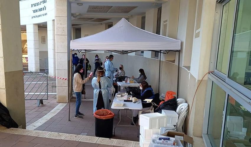 מתחם בדיקות הקורונה במודיעין (צילום: דוברות עיריית מודיעין מכבים רעות)