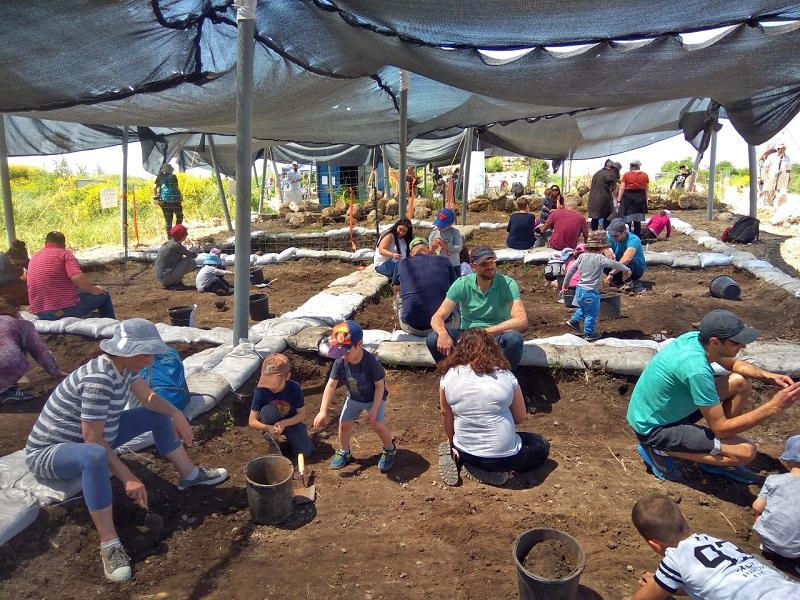פעילות קהילתית בתיתורה (צילום: ורד בוסידן, רשות העתיקות)