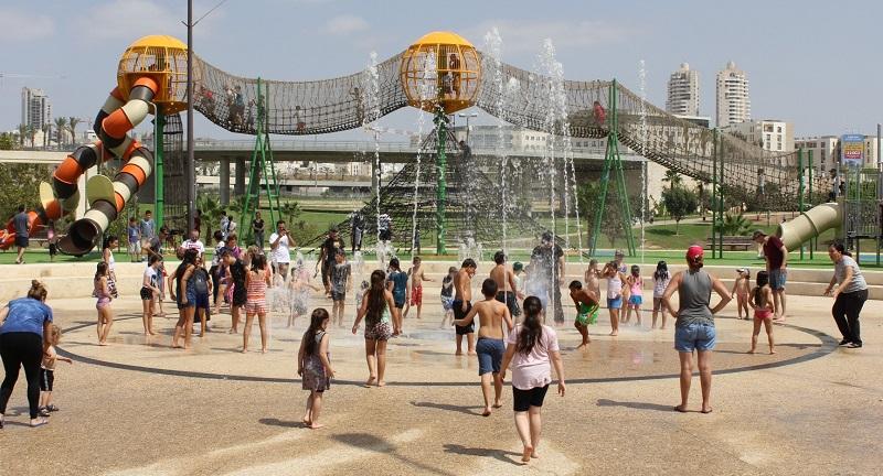 המזרקות בפארק ענבה (צילום: דוברות עיריית מודיעין)